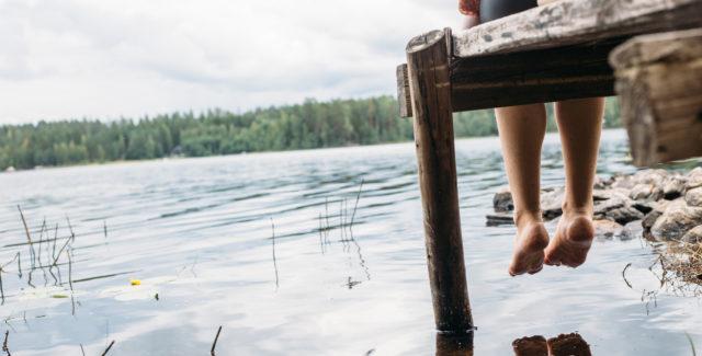 Suurin osa suomalaisista mökeistä sijaitsee veden äärellä.