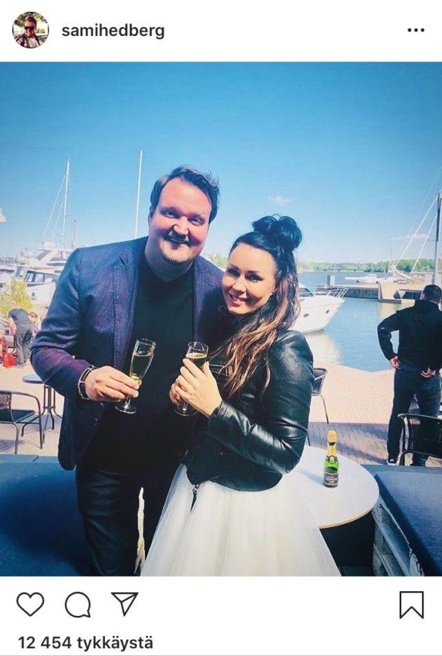 Laulaja Saija Tuupanen juhlii syntymäpäiväänsä rakkaansa koomikko Sami Hedbergin kanssa.