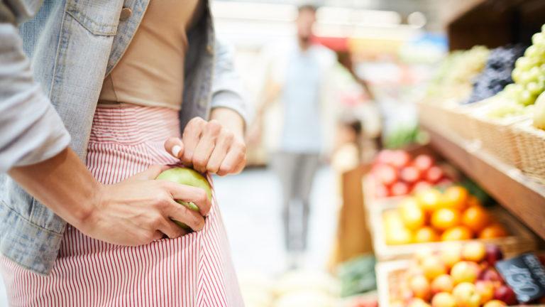 Elintarvikkeiden vähittäismyynnissä syntyy eniten hävikkiä.