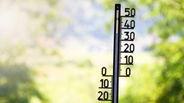 Korkeat lämpöasteet ovat riski kaikenikäisille, jos kuumuudelta ei suojaudu.