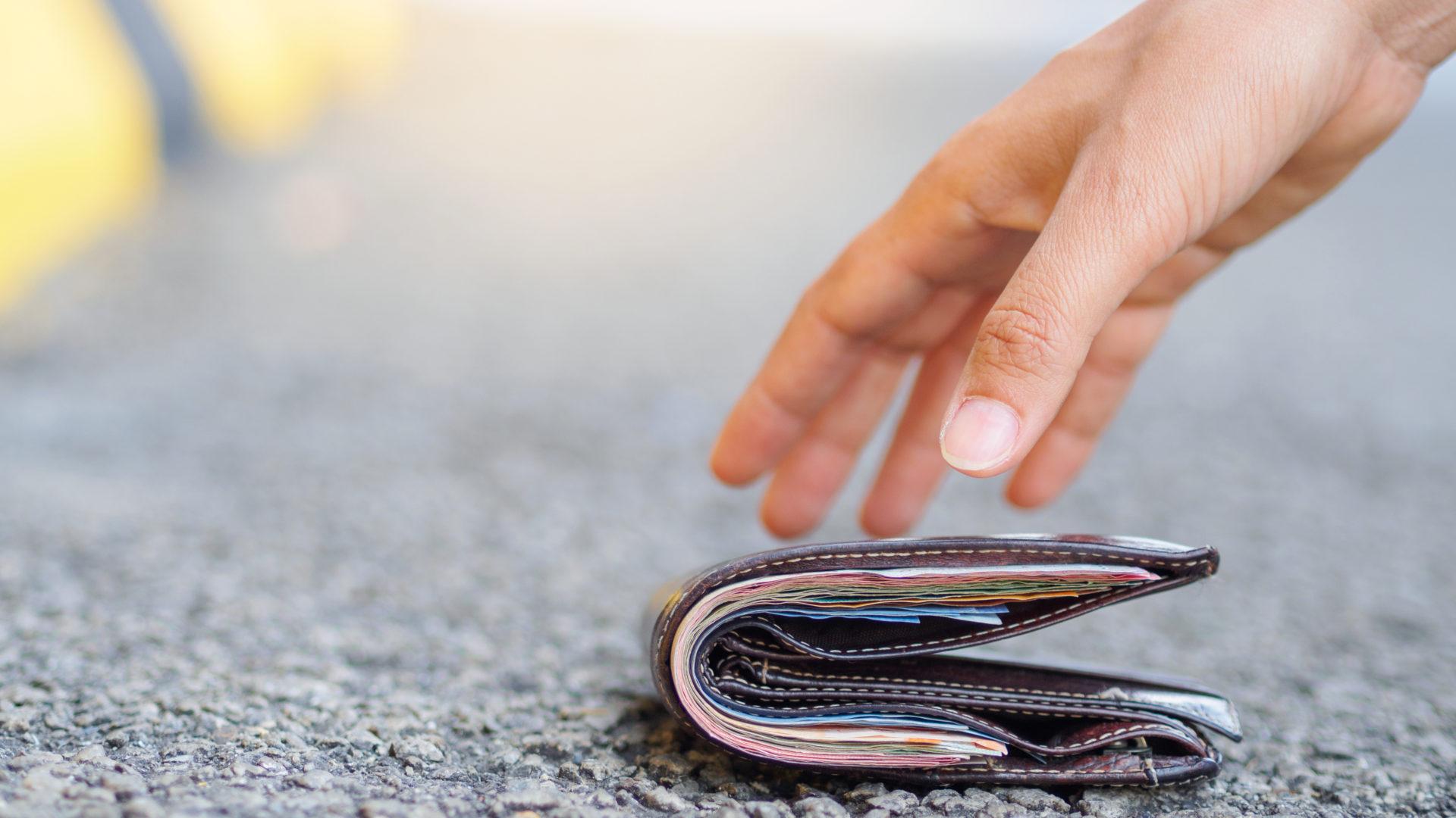 Sillä on väliä, missä maassa lompakkonsa hukkaa, mikäli sen mielii takaisin.