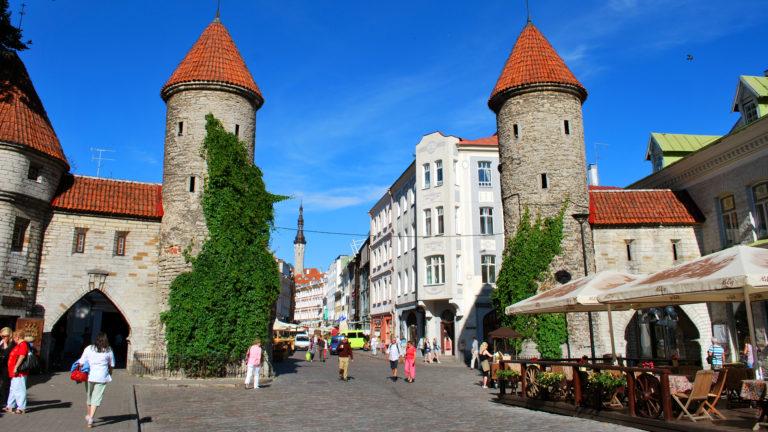 Riksat ajoivat Tallinnan vanhankaupungin puolelle, joten Laura Björklundin seurueen matkan hinta nousi jopa sadalla eurolla.