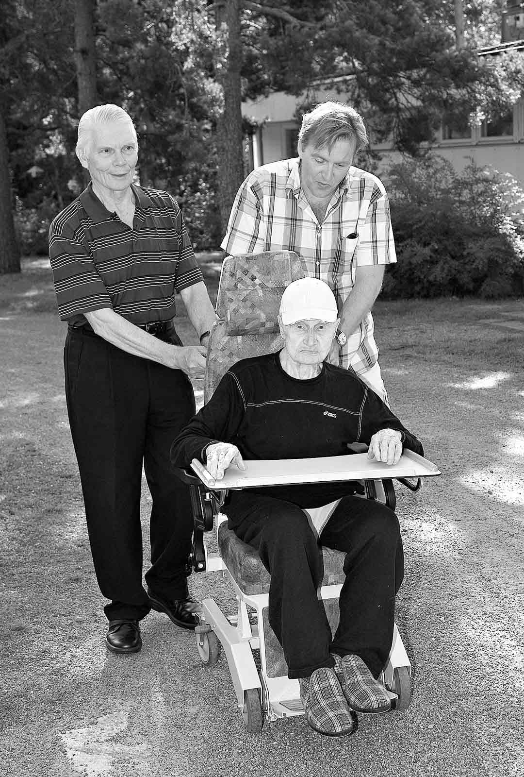 Joel Hallikainen, Toivo-pappa ja Teuvo-eno