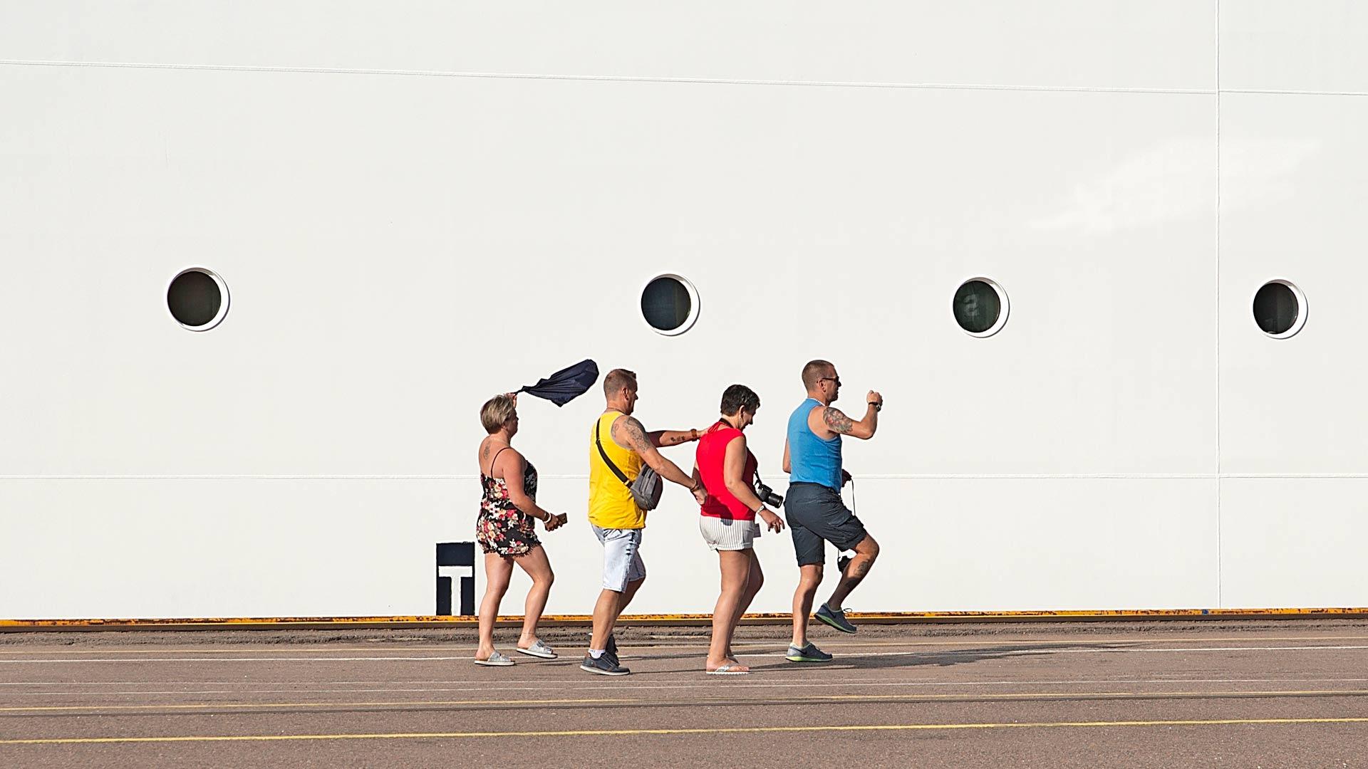 Suomen helle ja tanssivat matkustajat