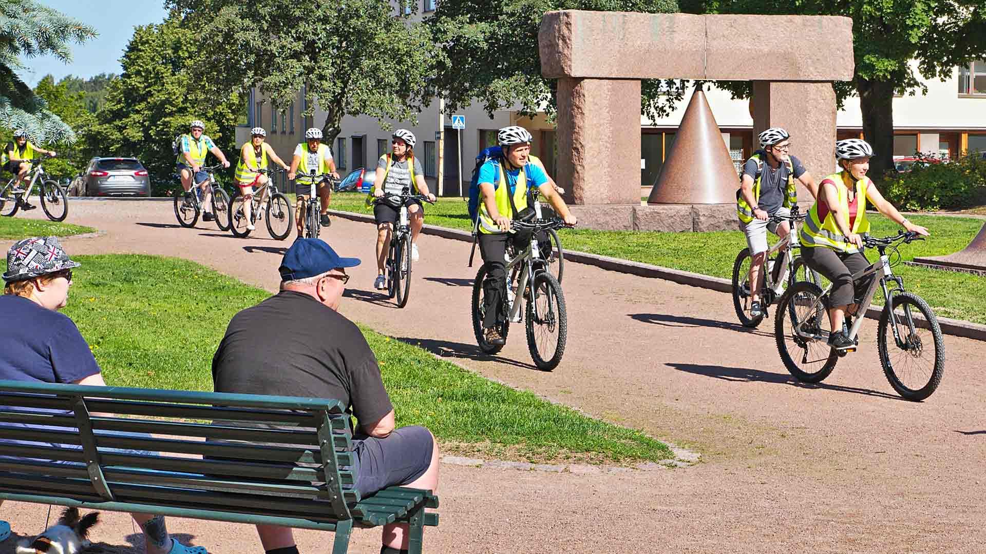 Turistit pyöräretkellä