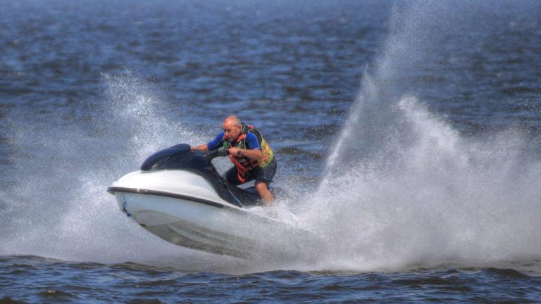 Vesijeteissä on tehokkaat moottorit.