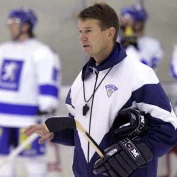 Leijonien päävalmentaja Erkka Westerlund Suomen jääkiekkomaajoukkueen harjoituksissa vuonna 2005 ennen Karjala-turnauksen alkua.