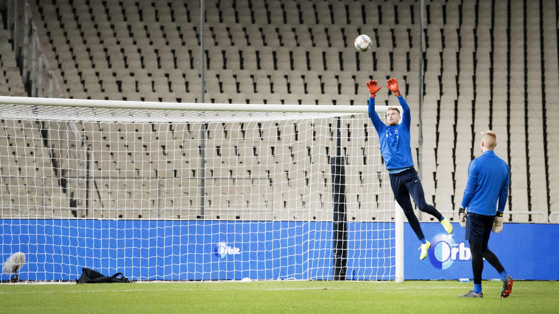 Lucas Hradecky maajoukkueen harjoituksissa Ateenan Olympiastadionilla.