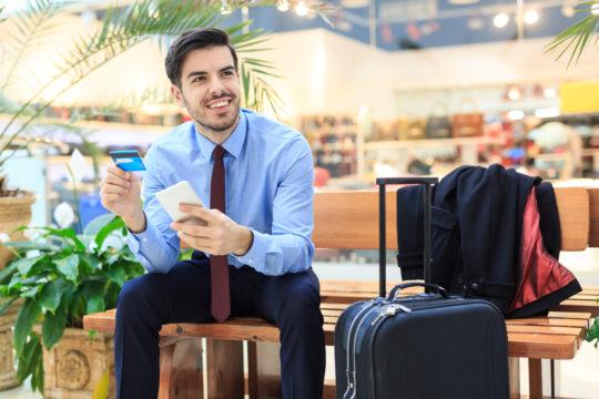 Luottokortti on turvallisin maksutapa matkustaessa.