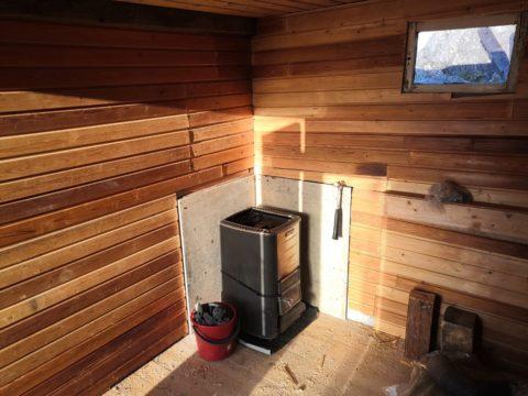 Purkutalosta löytyi kiuas Länsi-Tolkin saaren uuteen saunaan. © Jukka
