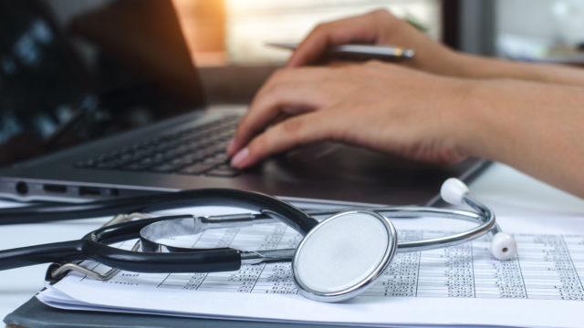 Mikä riittää kielitaidoksi Suomessa toimiville lääkäreille?