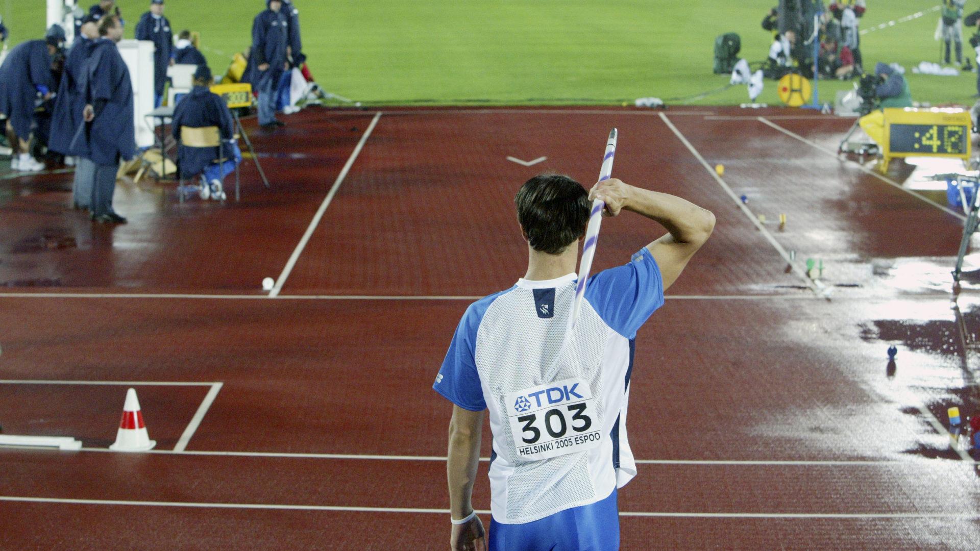 Keihäänheittäjä Tero Pitkämäki Helsingissä MM-kilpailuissa vuonna 2005.