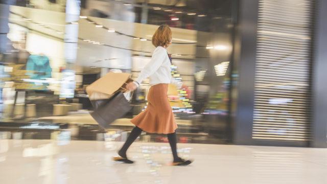 Naiset kokevat ulkonäköpaineita ostoksilla
