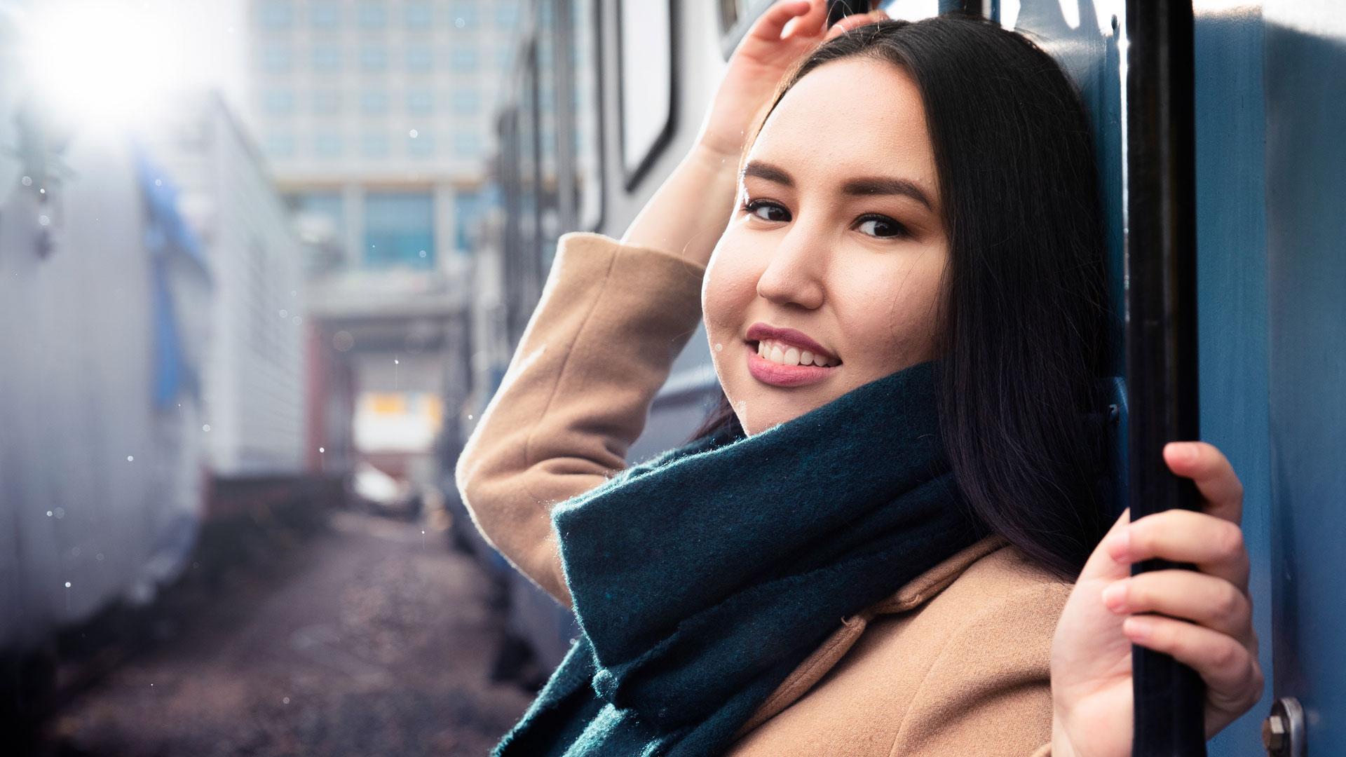 Aktivisti Zahra Karimy haluaa auttaa maahanmuuttajia kotoutumaan Suomeen.