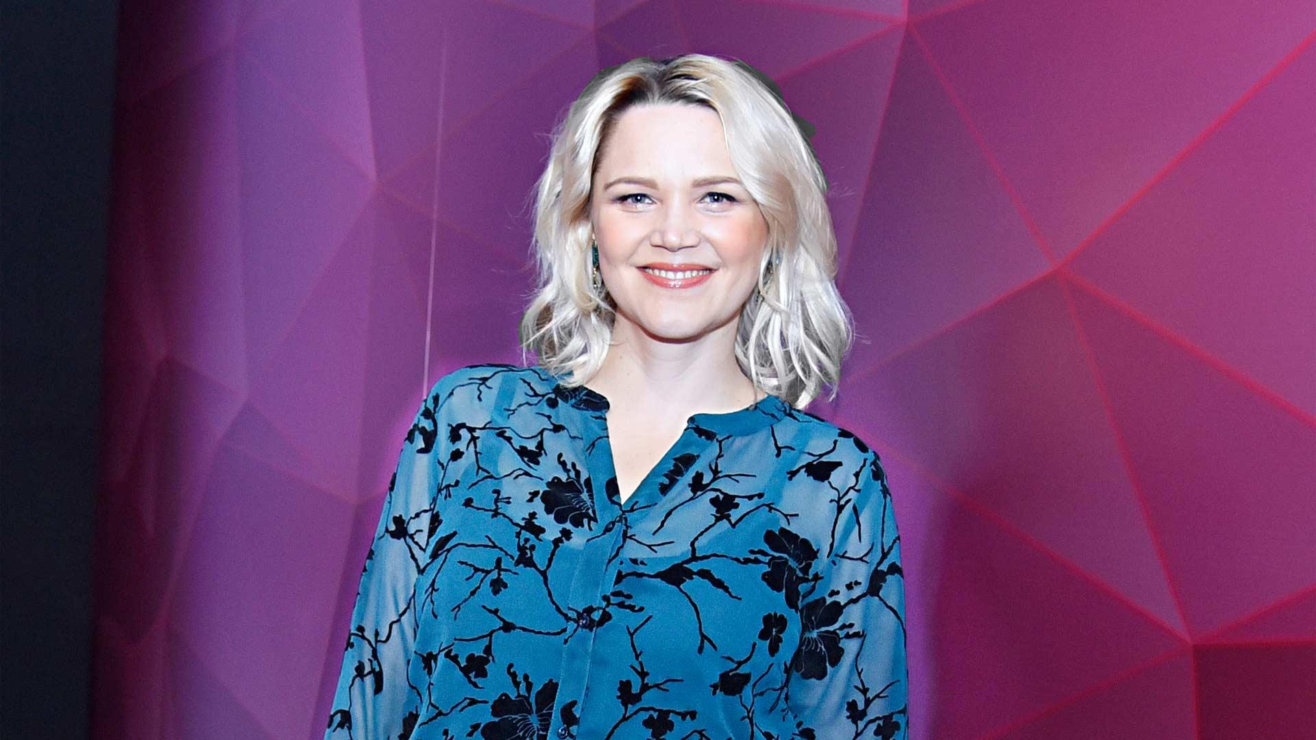 """Onnela -sarjassa näyttelevä Anna-Maija Tuokko nauttii äitiyslomasta. """"Perhe edellä mennään."""""""