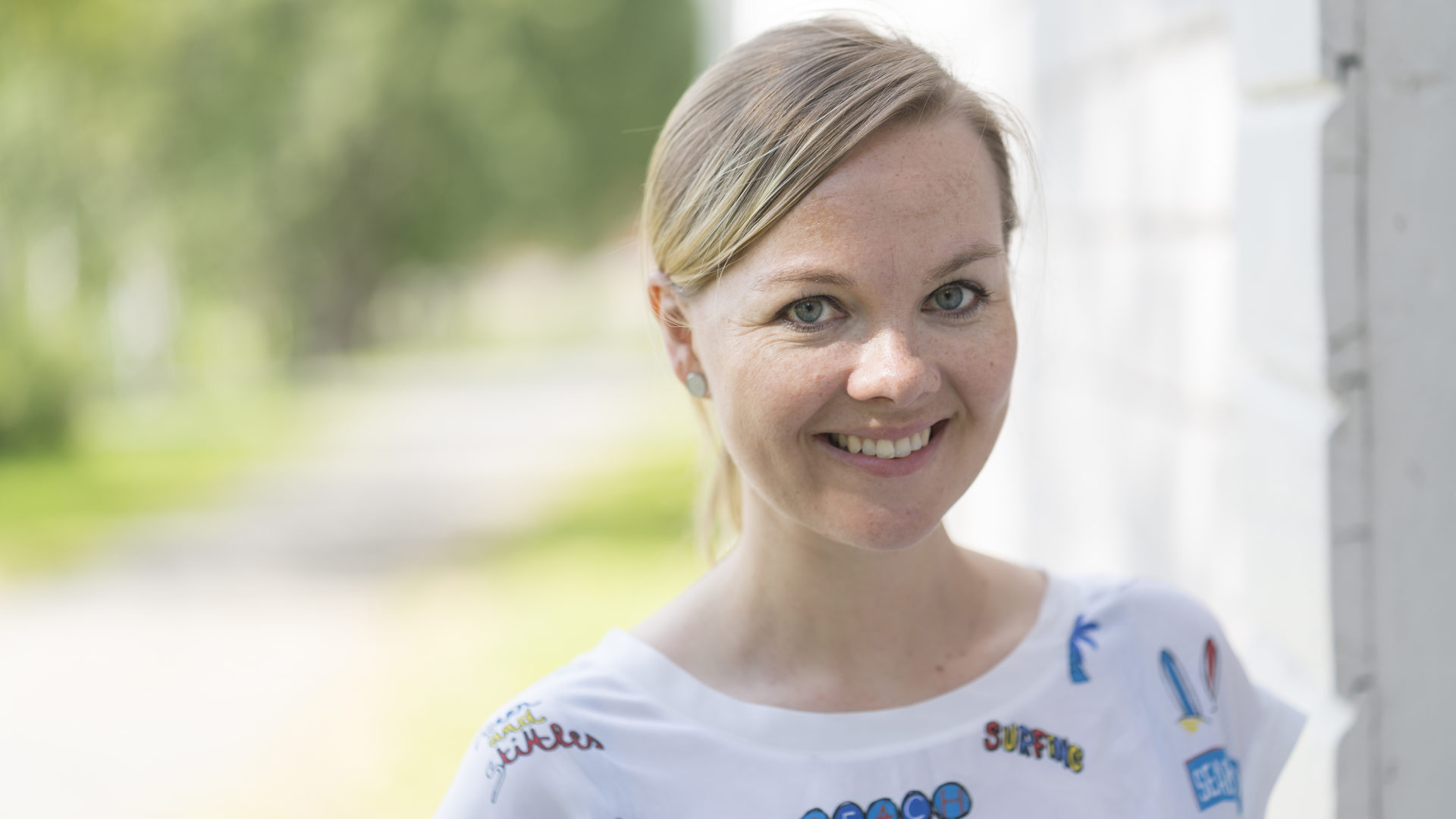 Katri Kulmuni kotikaupungissaan Torniossa.