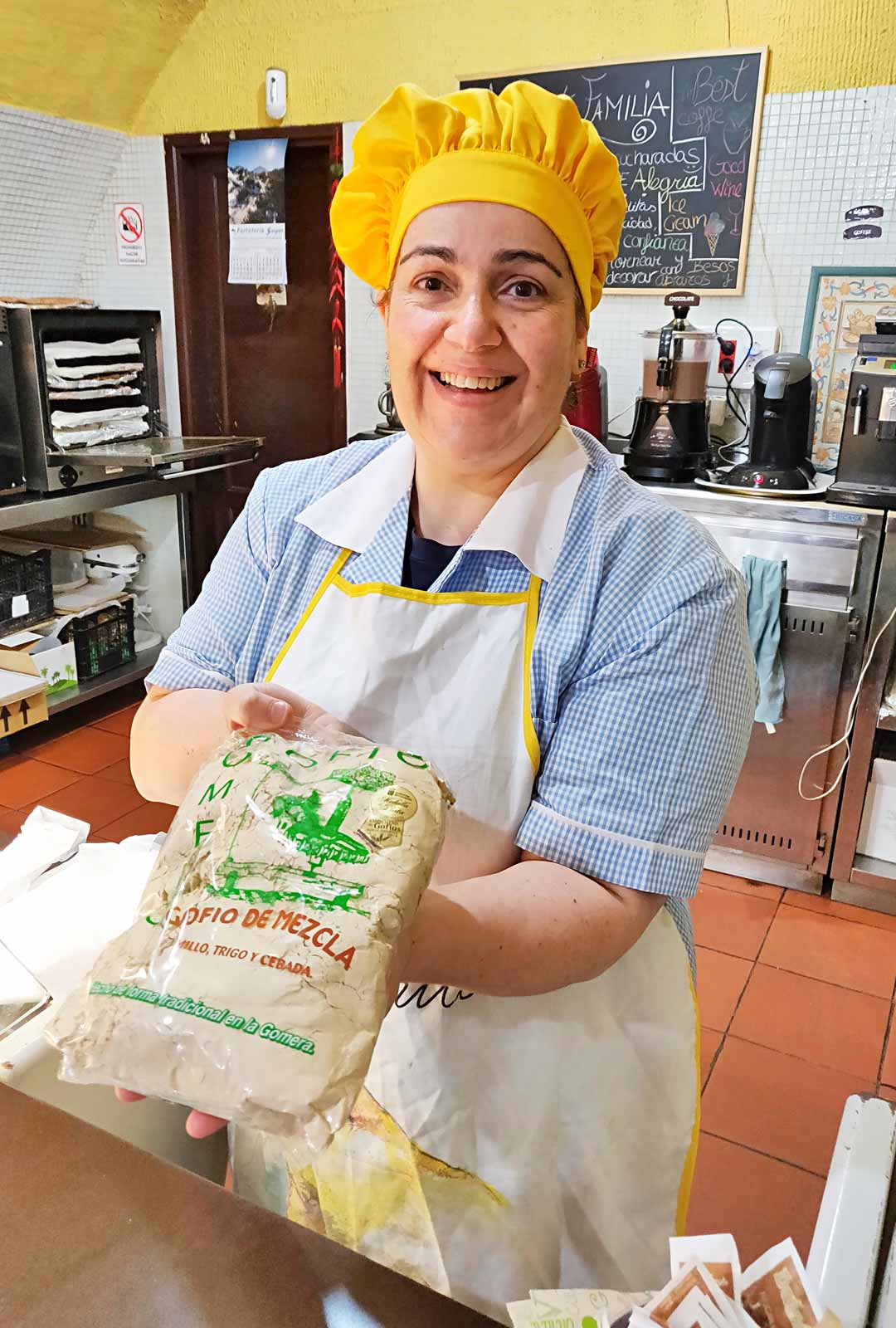 Irina Idelina aloitti leipomisen 8-vuotiaana. Nyt hän pyörittää kahviota Garajonayn kansallispuistossa.