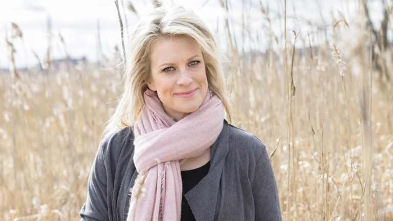 Laura Voutilainen nousi viihdetaiteilijaksi aikana, jolloin siihen ei oltu vielä Suomessa totuttu.