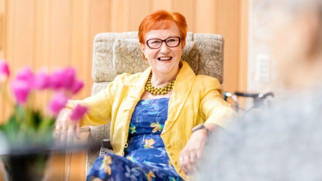 Marja-Leena Helminen teki pitkän uran hoitoalalla. Työssään hän oppi kunnioittamaan ihmisten erilaisuutta.