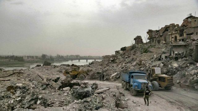 Mosul nousee tuhkasta pääsee hämmästyttävän lähelle rauniokaupungin ihmiskirjoa.
