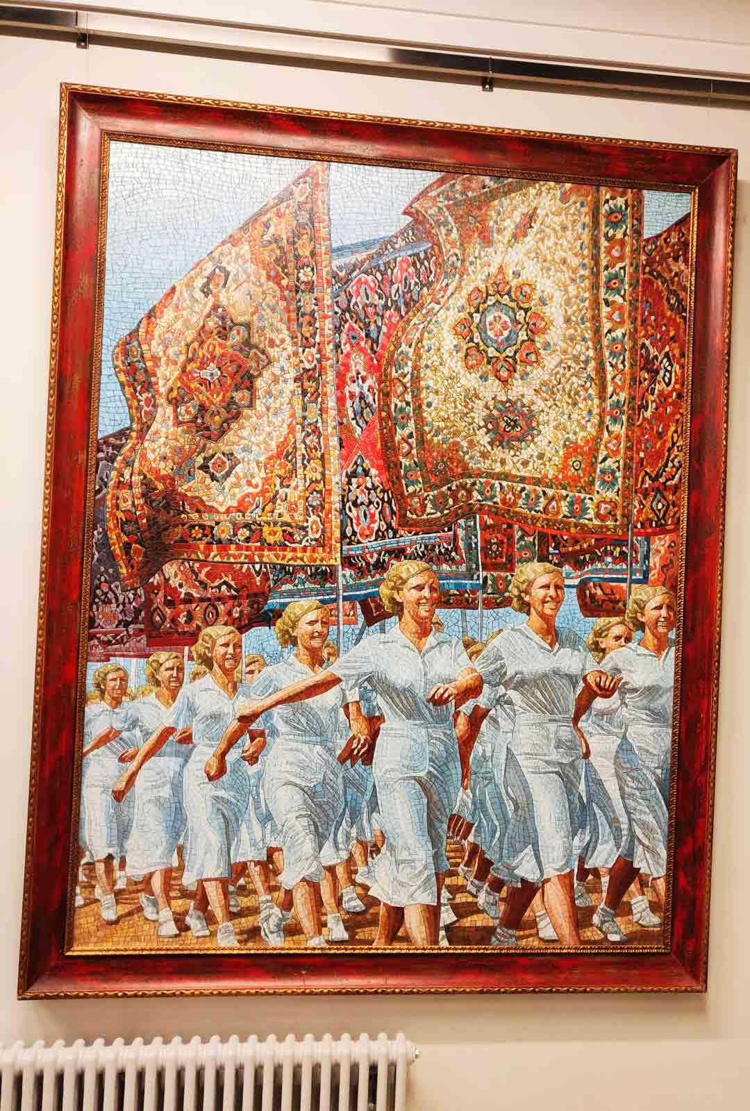 Sosialistista realismia edustava teos nykytaiteen museo Erartassa.