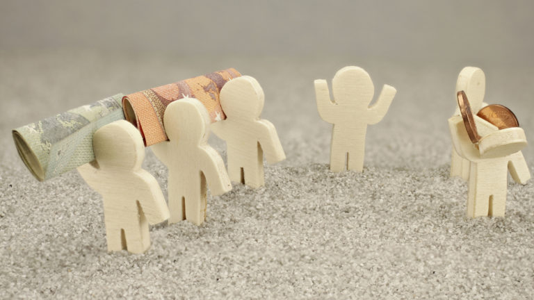 Pau pelkää mahdollisen siirtymisen uuteen työehtosopimukseen heikentävän työn ehtoja: pienentävän palkkaa 30–50 prosentilla ja pidentävän työaikaa jopa noin kuukaudella vuodessa.