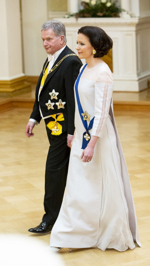 Jenni Haukio edusti tyylikkäänä Linnan juhlissa 2018