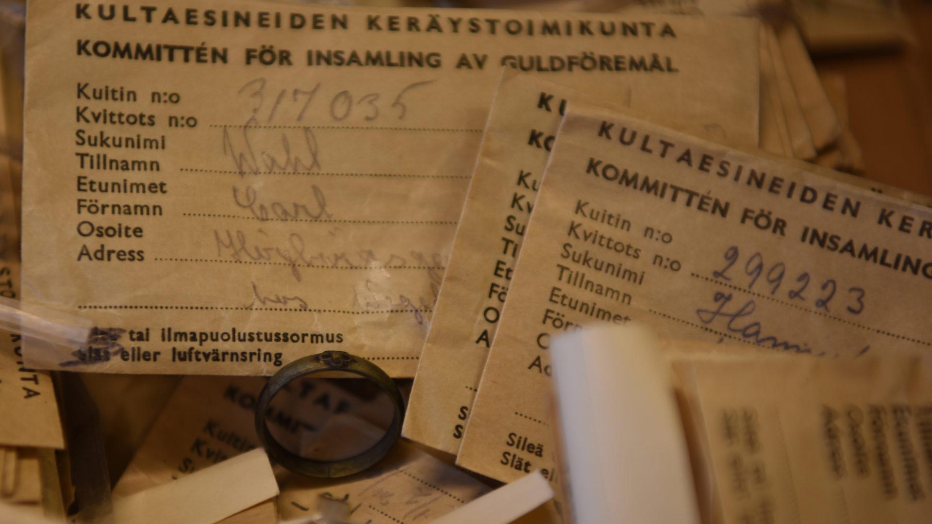 Talvisodan jälkeen keräykseen osallistuneet saivat lahjoittamansa sormuksen tai esineen tilalle rautaisen vastikesormuksen.
