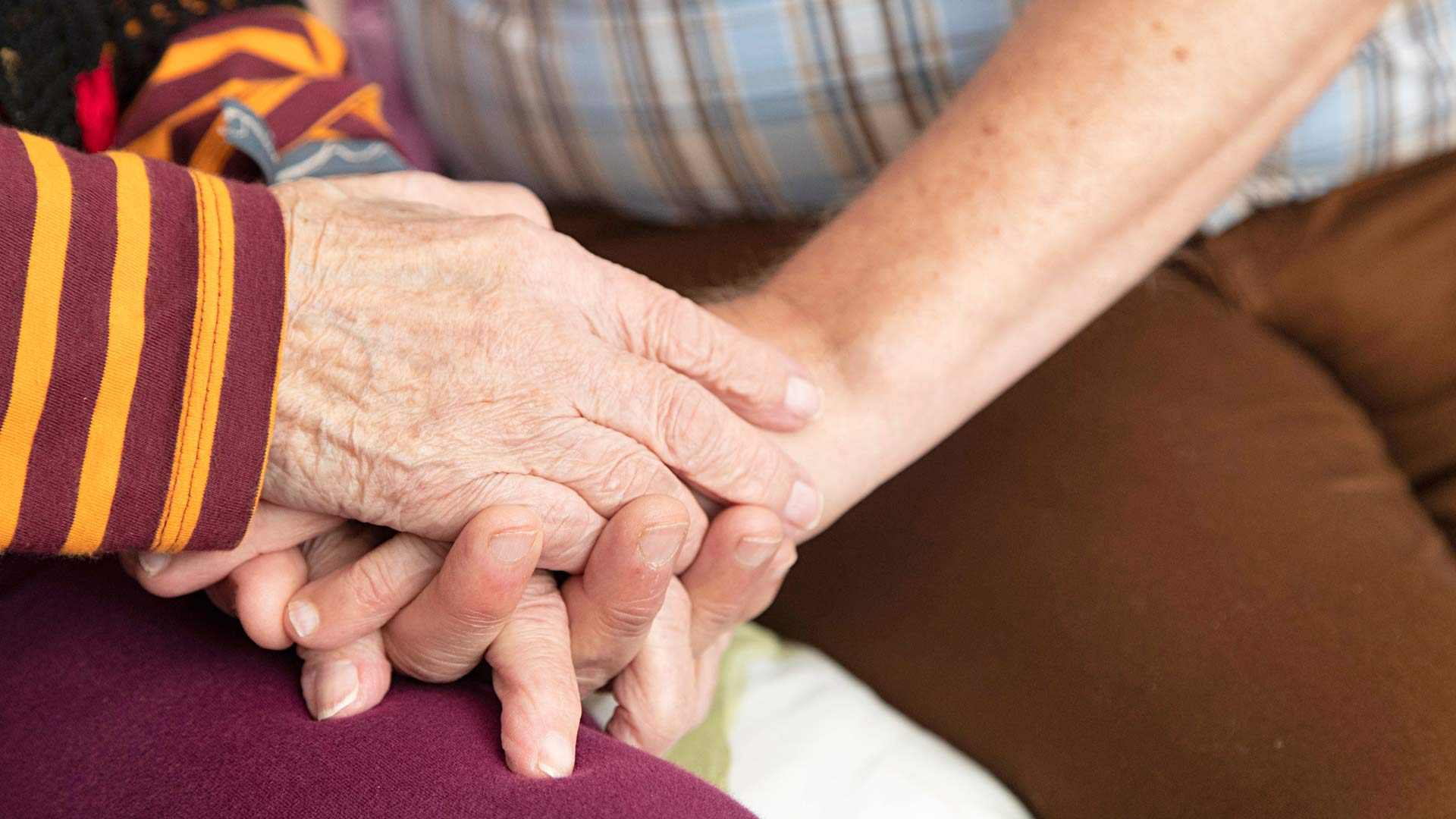 Vapaaehtoisilla on rooli, jota ei voi korvata kukaan: he ovat vieressä istujia, lohduttajia, potilaiden toiveiden kuuntelijoita.
