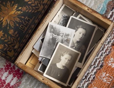 Mirjami-romaanin päähenkilöiden esikuvia ovat Heidin Könkään äiti siskoineen.