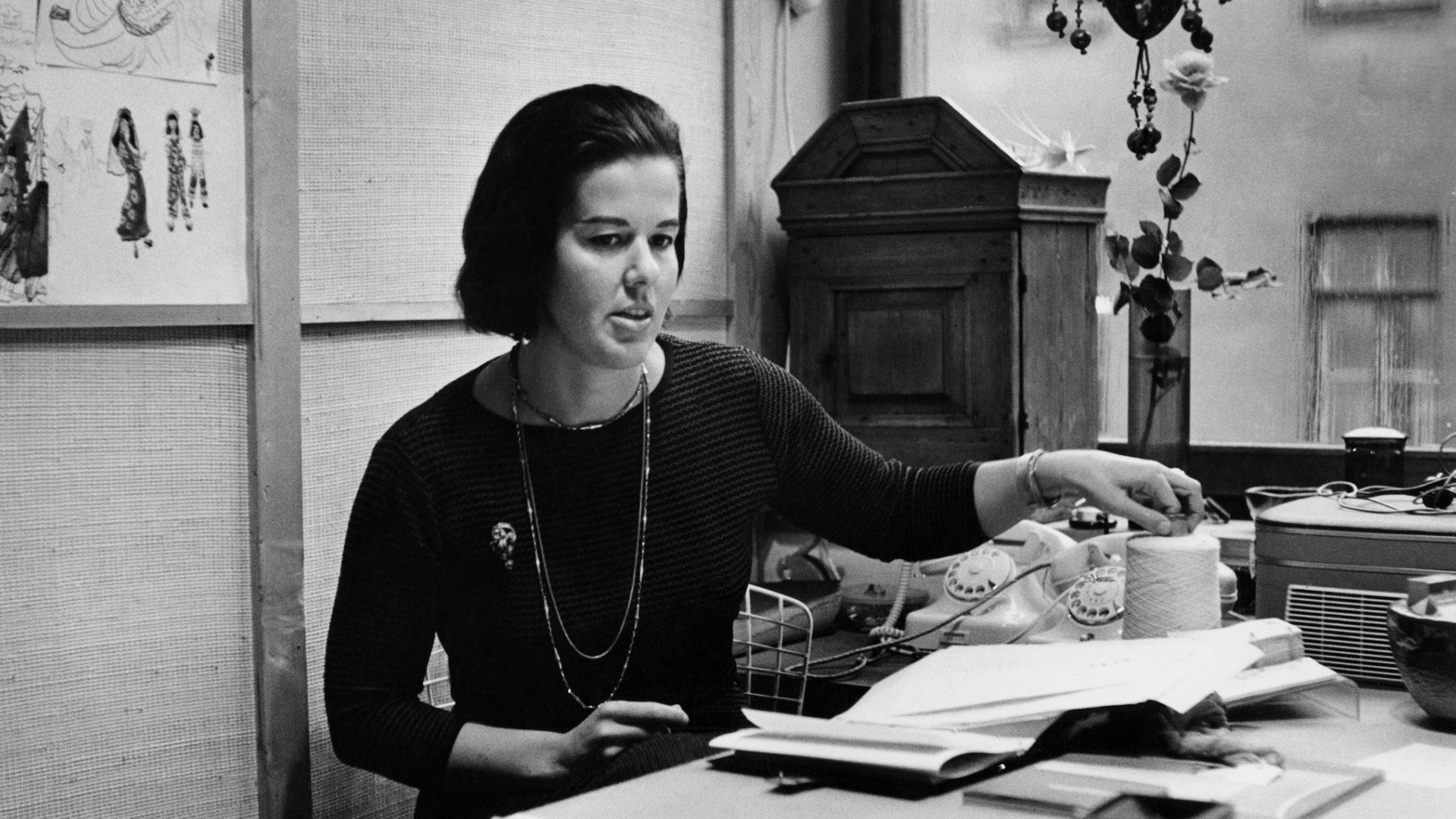 Tekstiilitaiteilija Marjatta Metsovaaran kuosit 1960-luvulta ovat haluttuja.