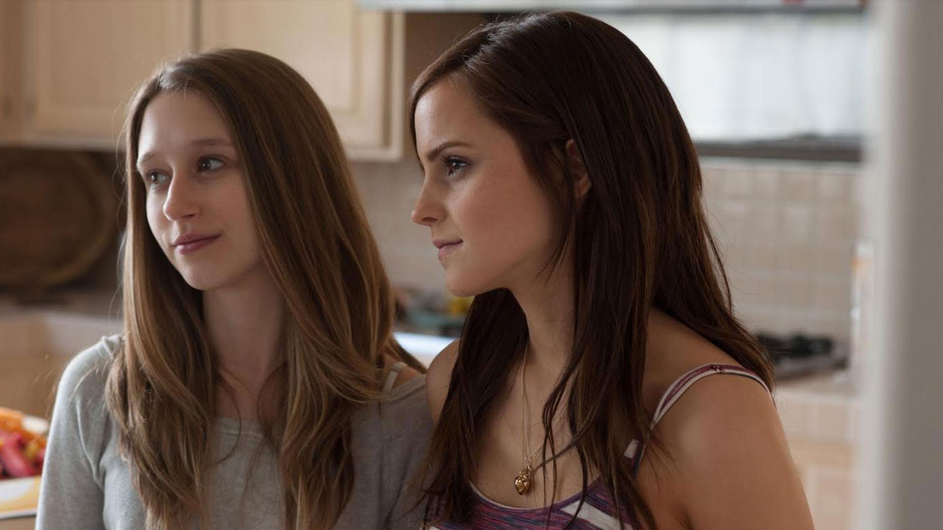 Yhtä päärooleista näyttelee Harry Pottereiden Hermionena tunnettu Emma Watson.