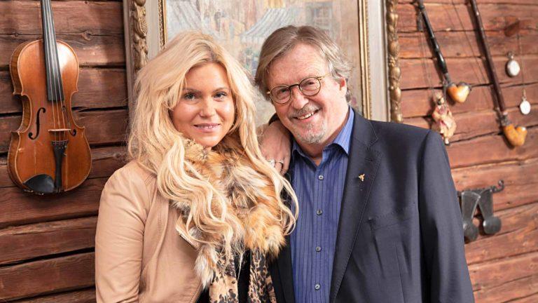 Ekonomisti, Taljanka-yhtyeen perustajajäsen Timo Tyrväinen, 68, ja muusikko Nia Chailin, 35.