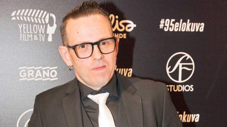 Timo Lavikainen, 45, on näyttelijä ja muusikko.