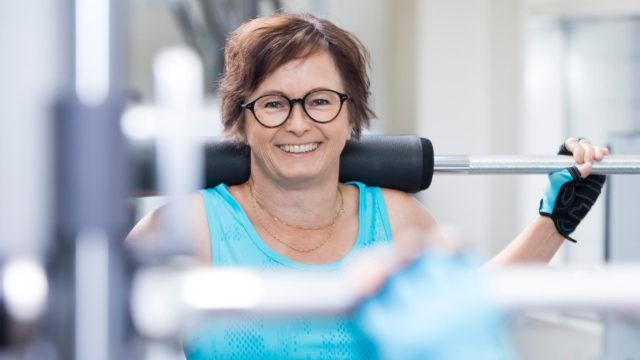 """""""Saan edelleen silloin tällöin vaihdevuosioireita, mutta nyt niitä on paremman lihaskunnon ja kohentuneen itsetunnon ansiosta helpompi kestää"""", Camilla Hynynen kertoo."""