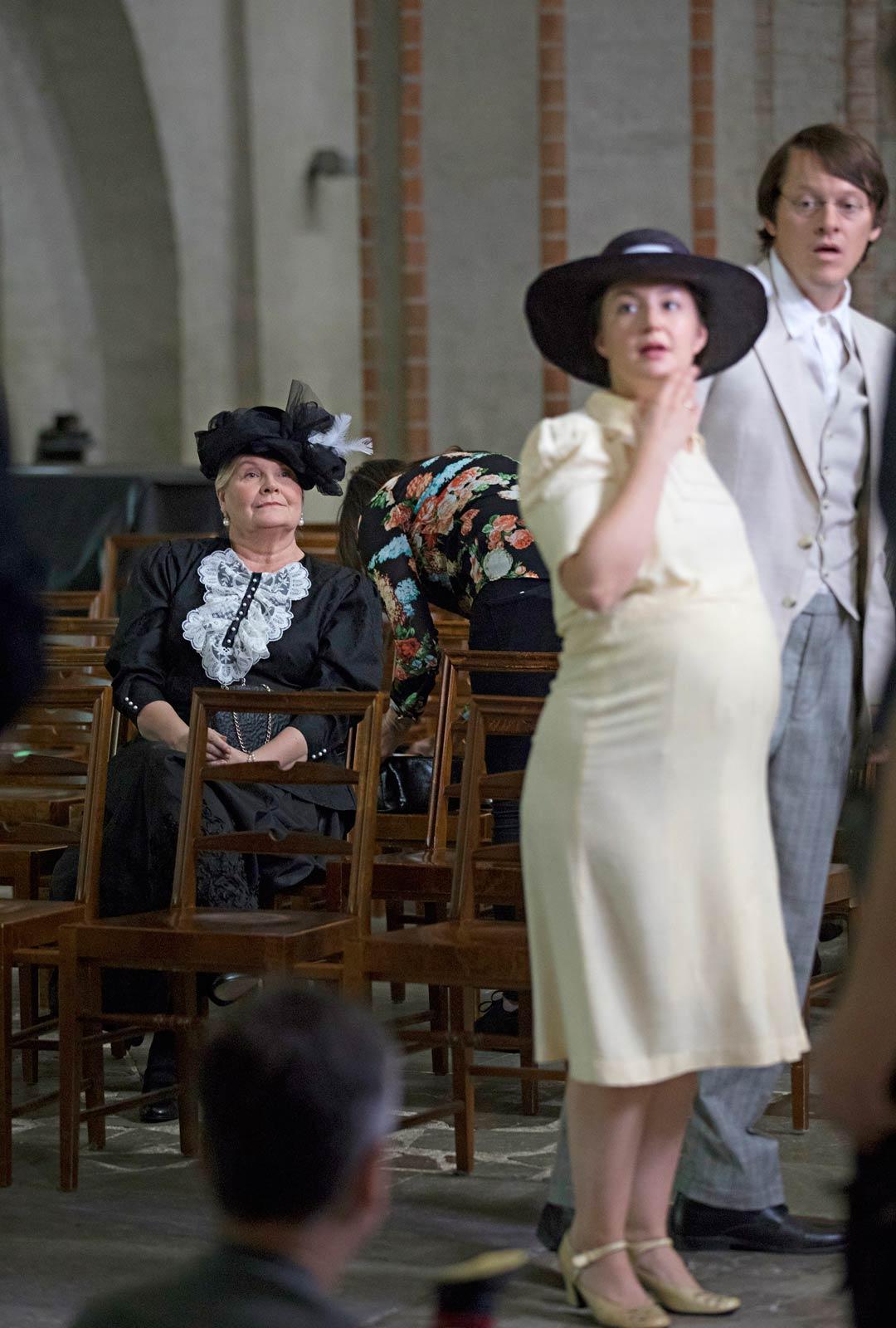 Turussa pääosaa esittää Silta-sarjasta tuttu tanskalaisnäyttelijä Thure Lindhardt. Rinnalla Henriette Marø.
