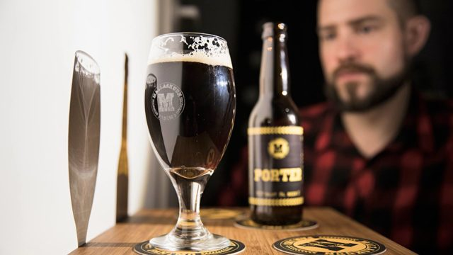 """Jaakko """"Jaska"""" Matikainen kyllästyi peruslagerin lipittämiseen 14 vuotta sitten. Nykyään olutta tulee juotua vähemmän, mutta maistelu on suuri nautinto."""