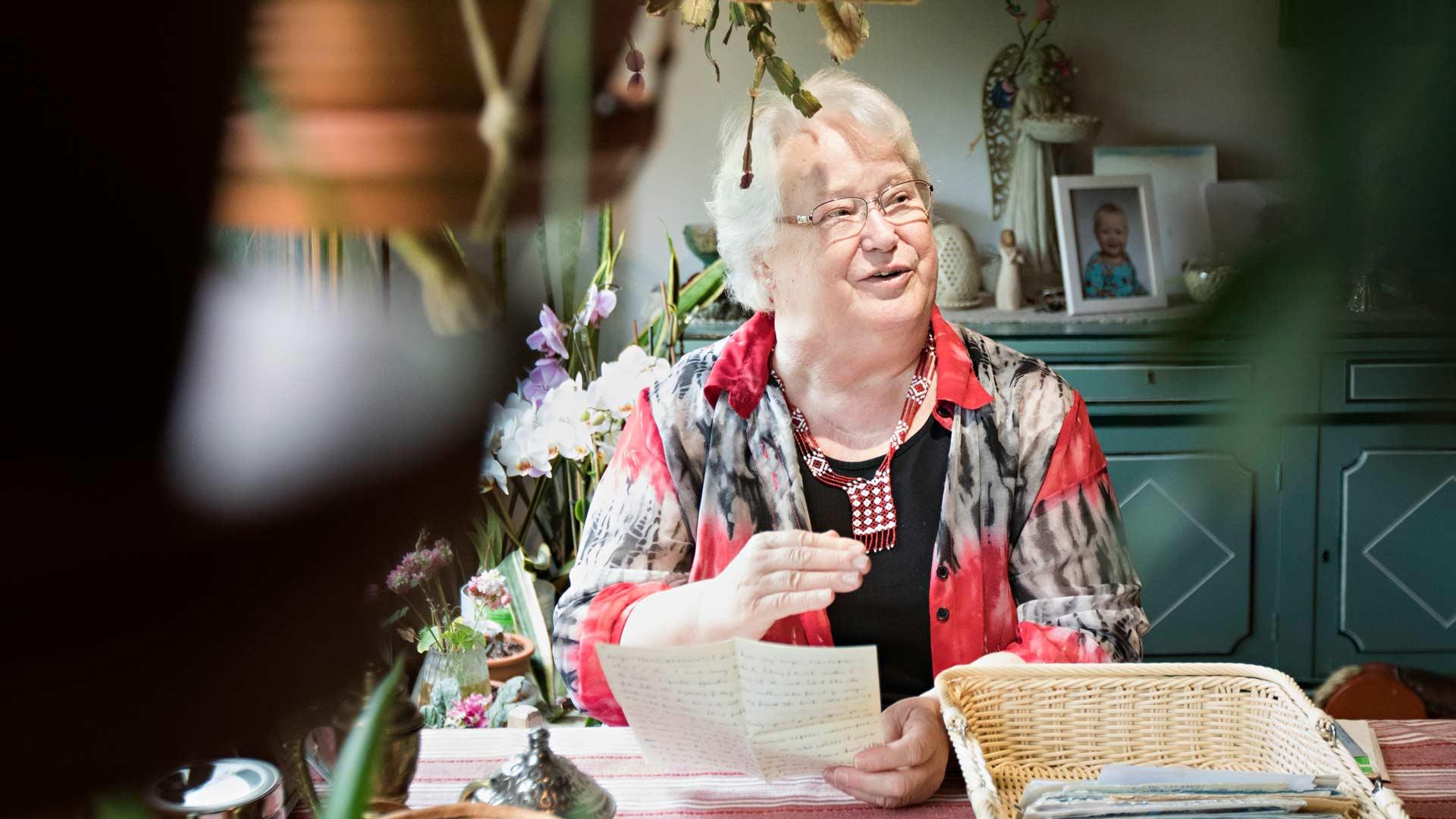 Kaarina Alasen aarre on korkea pino kirjeitä, joita hän on saanut Algeriasta vuodesta 1970 lähtien. Yhteydestä Moryn ja Kariman perheeseen on kasvanut lämmin ja luja.