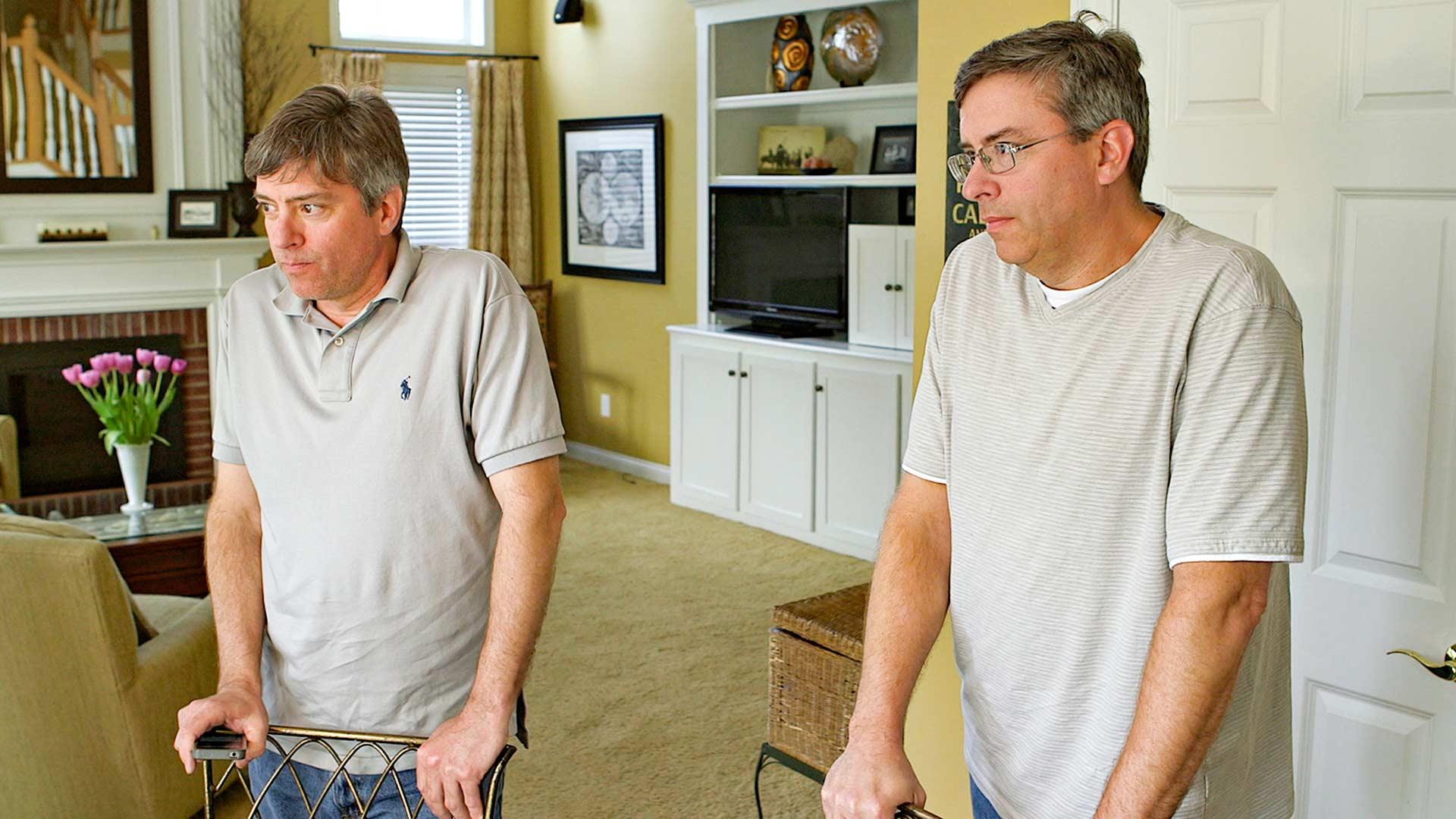 Kaksoset Doug Rausch (kuvassa vas.) ja Howard Burack (oik.) saivat kuulla toisistaan vasta 35-vuotiaina.