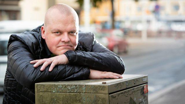 Mikko Tamminen tietää, miten kipeästi epävarmuus omasta perimästä voi kovertaa ihmisen identiteettiä.