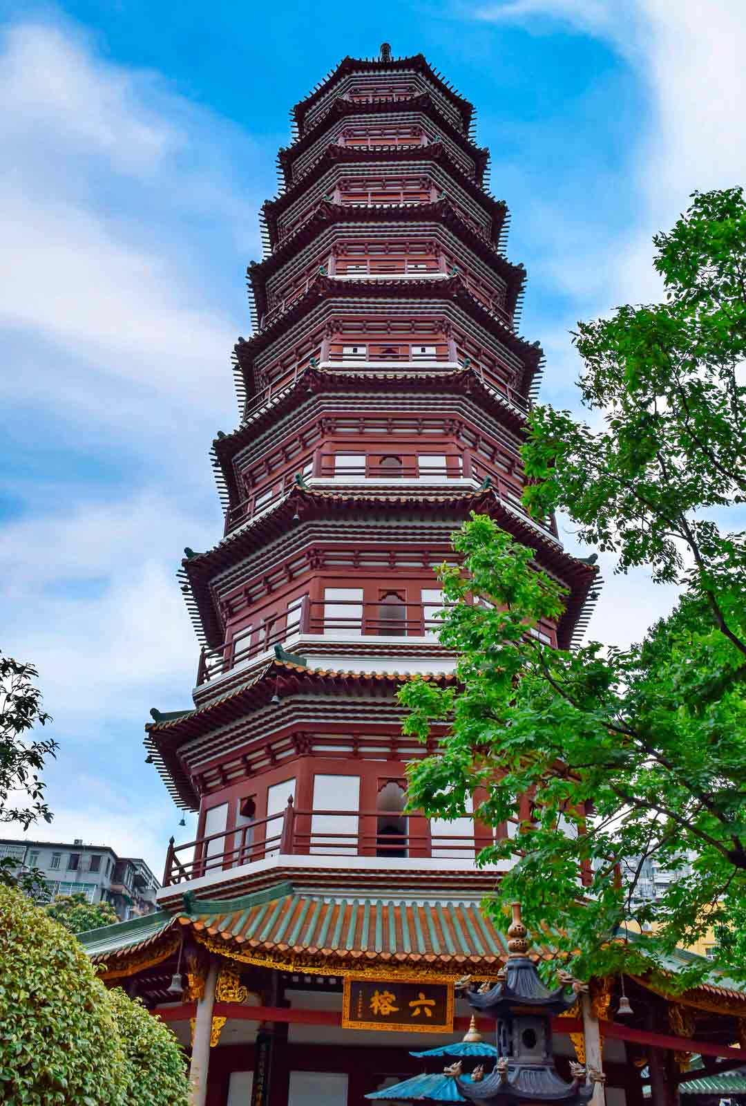 Liu Rong -temppelin Six Banyan Pagoda kohoaa miltei 60 metrin korkeuteen.