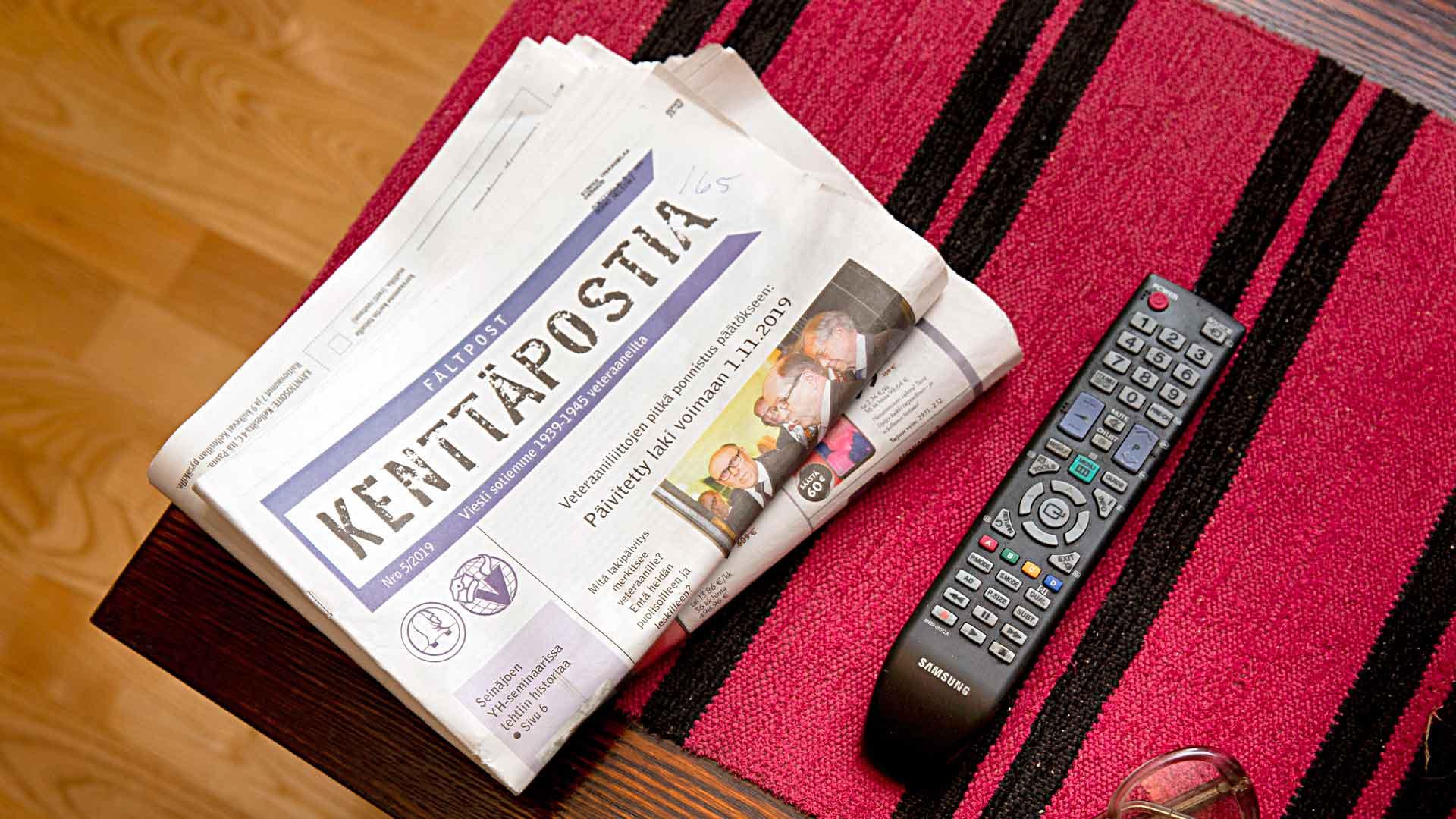 Lapsuuden ja nuoruuden aikaiset sotakokemukset evakkona ja pikkulottana tulvivat Sirkka Vahvaselän mieleen nyt talvisodan juhlavuonna. Hänen kotiinsa tulee Kenttäpostia-lehti.