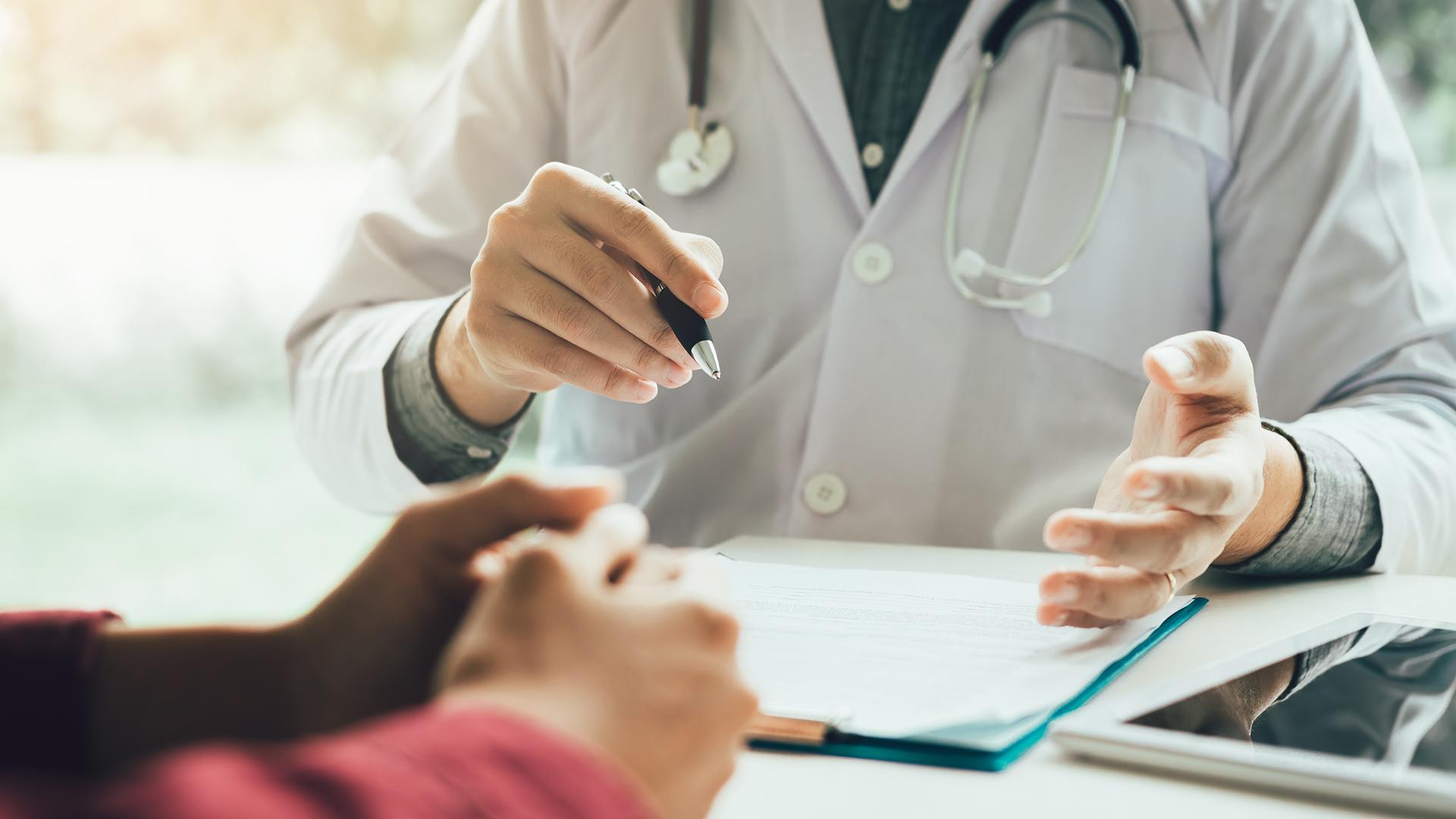Helsinkiläinen Rosa pohtii, miksi lääkärintodistus täytyy uusia vanhan ollessa voimassa.