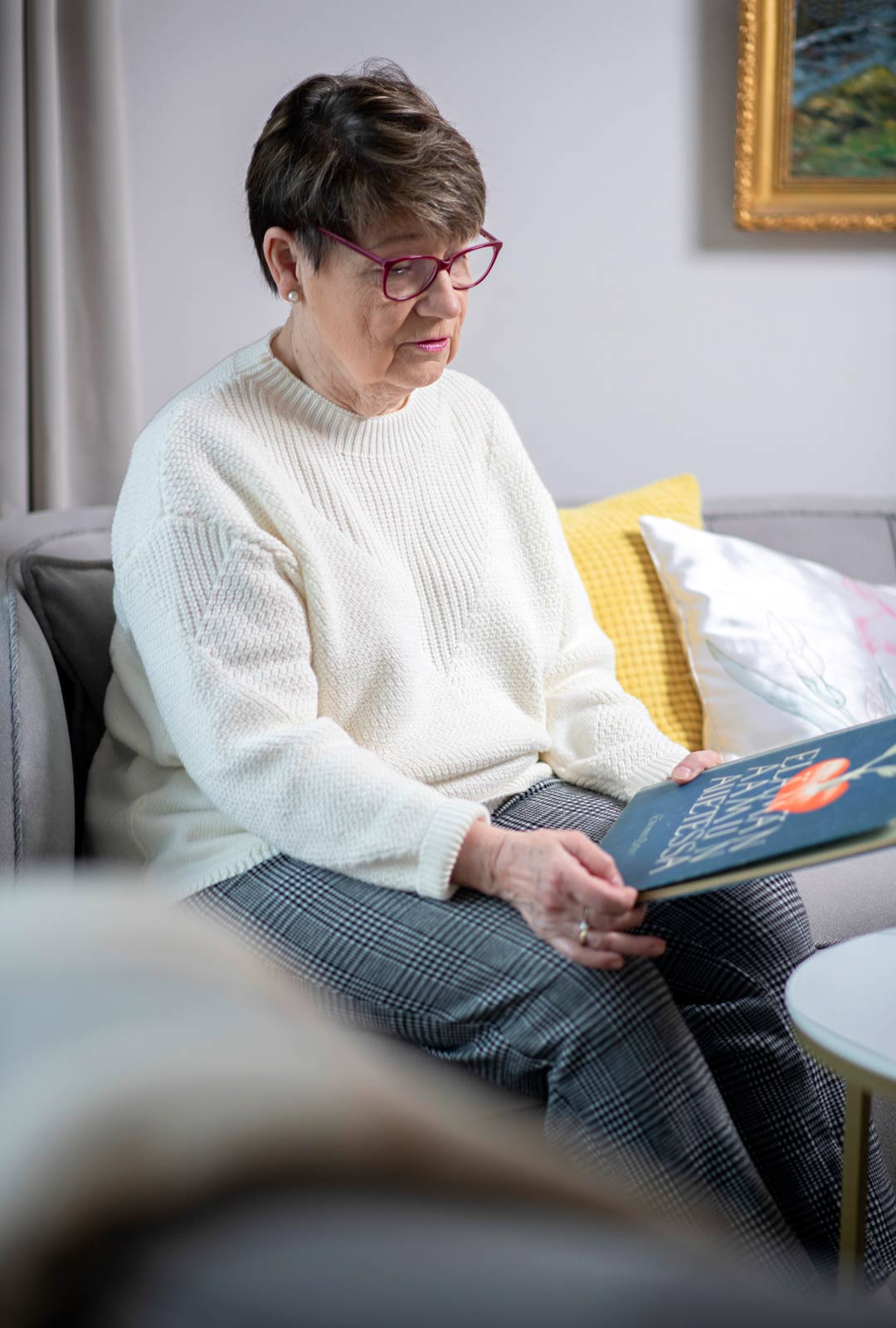 Marja Toivanen perehtyi aikuisena Suomen vaiheisiin historiankirjoituksen kautta ja onnistui täyttämään perhehistoriansa aukkoja.