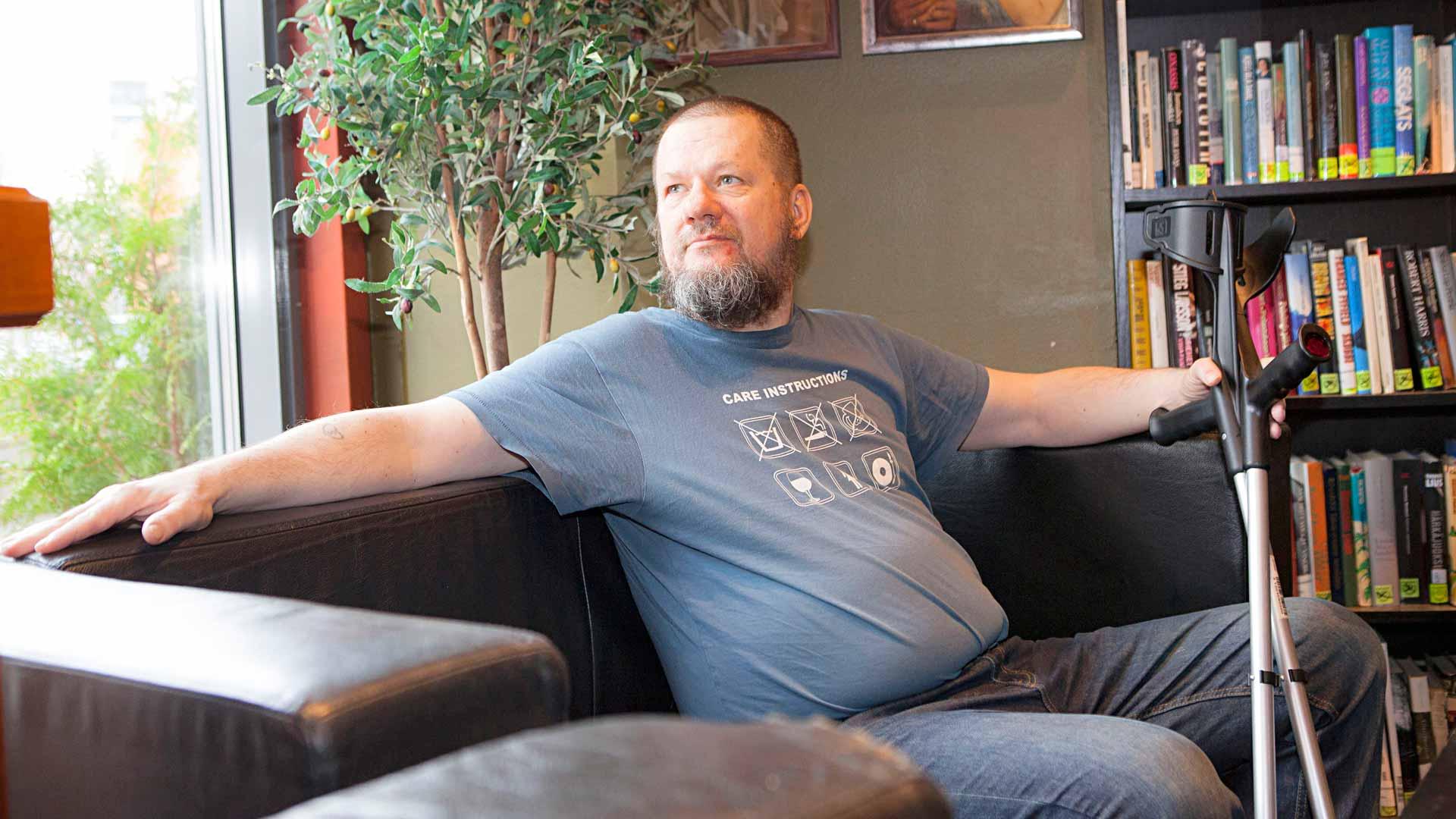 """""""Diabetes-haavan aiheuttamat terveysongelmat toivat minulle myös paljon hyvää – terveempien elämäntapojen lisäksi sain kosolti uutta materiaalia stand up -keikoille"""", Risto K. Järvinen kertoo."""