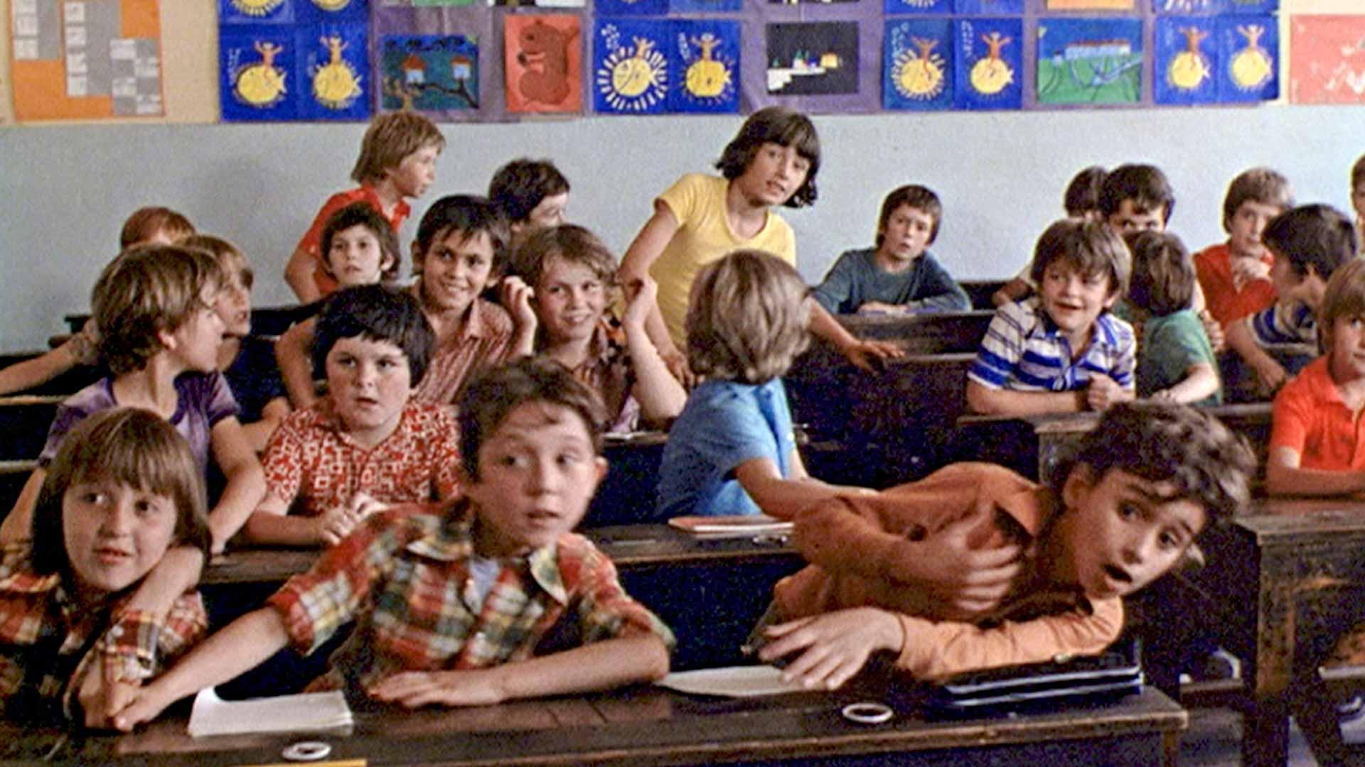 Lasten esittäjät ovat kaikki kuvauskaupungin amatöörejä, joiden luonnollisuutta Truffaut hyödyntää mestarillisesti.