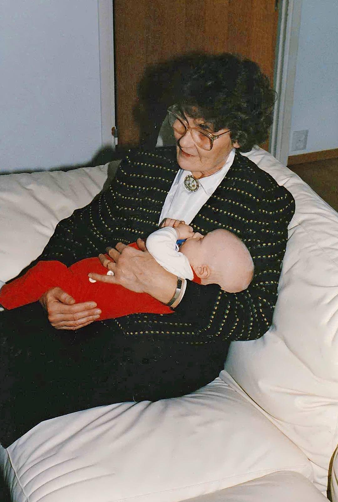 Christoffer oli lapsena paljon hoidossa mummin ja ukin luona Siuntiossa.