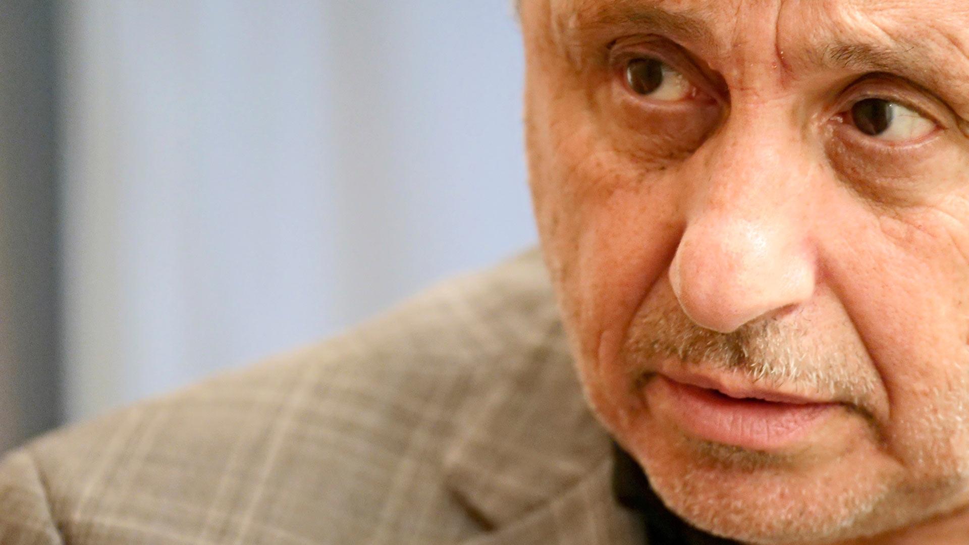 Frank Parlato työskenteli aiemmin NXIVM-kultin tiedottajana ja ryhtyi tutkivaksi journalistiksi.