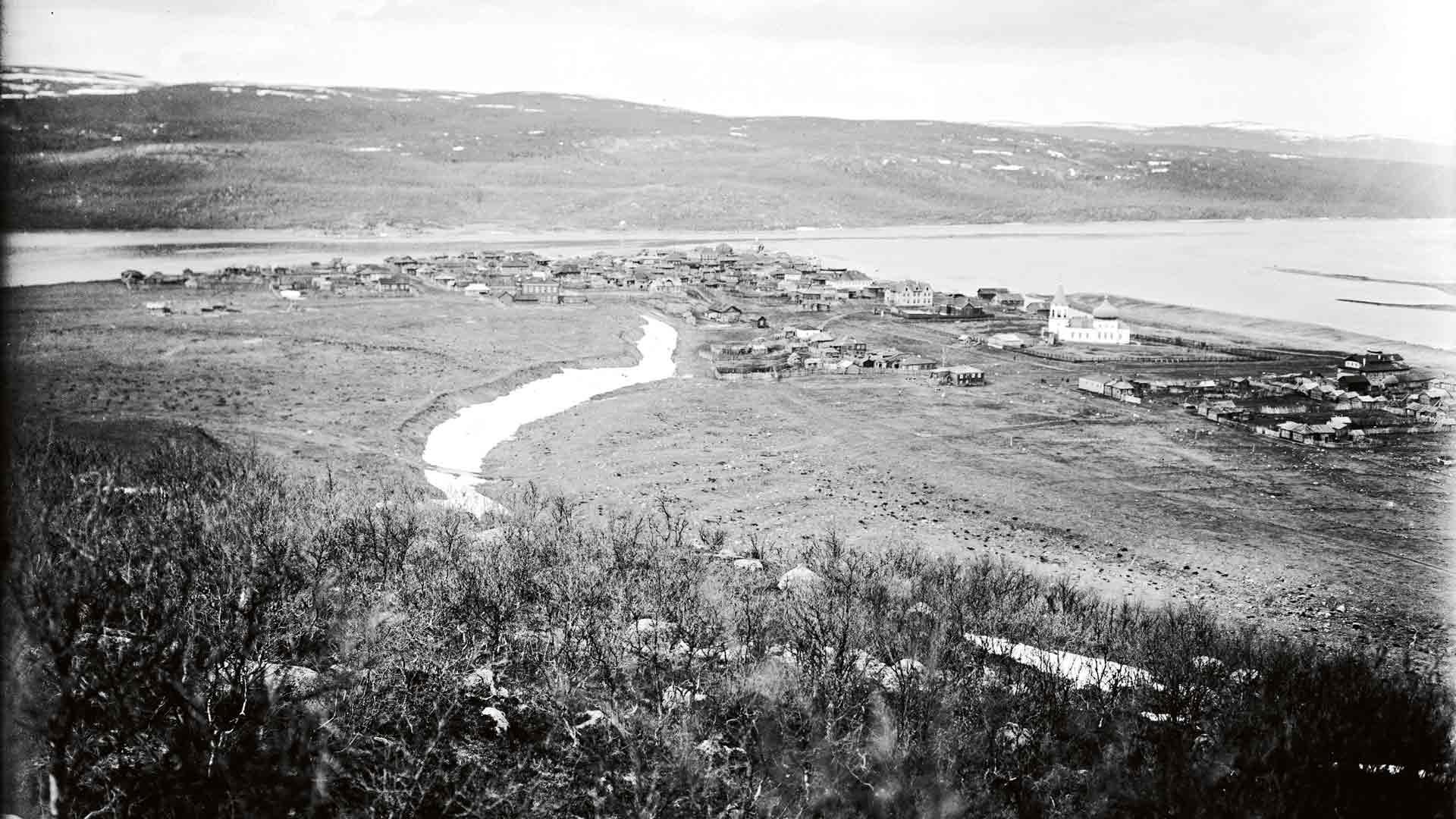 """Suomalaiset herättivät ihastusta venäläisissä tutkijoissa vielä 1800-luvulla. Yksi heistä oli Arkangelin läänin maaherra N. A. Katšalov, joka totesi: """"Meidän finlandialaiset ovat omilla varoillaan rakentaneet kunnon taloja ja hyviä maamajoja (turvemajoja), hankkineet lehmiä ja lampaita, raivanneet heinämaita ja muokanneet peltoja. He ovat oikeita hyödyllisiä kolonisteja."""""""