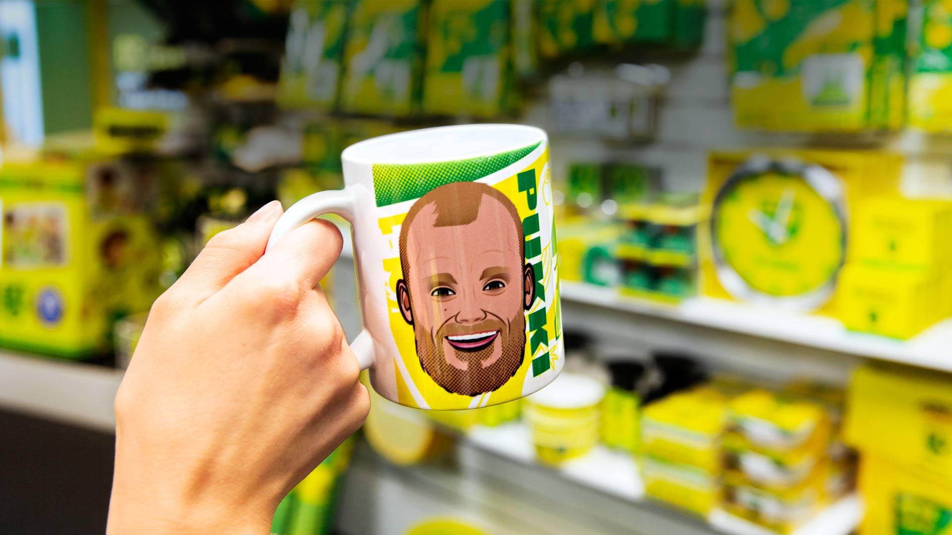 Teemu Pukki -fanituotteet ovat Norwich City FC:n myydyimpiä tuotteita Carrow Roadin stadionin fanimyymälässä.